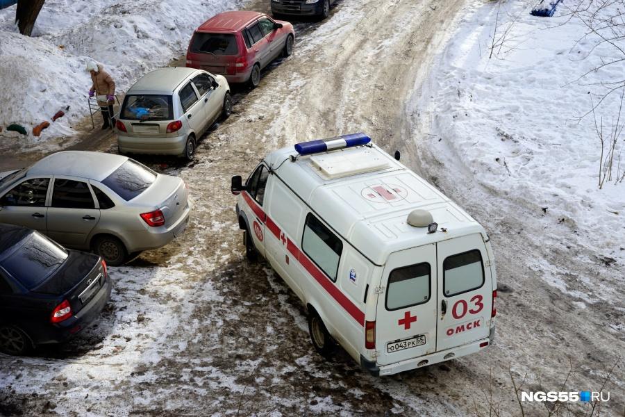 В омском роддоме беременная девушка выпала из окна
