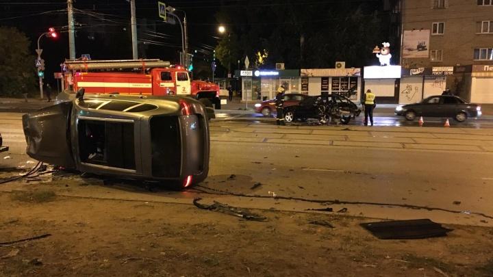Пьяный пермяк на Porsche, устроивший гонки в центре города, попал на камеры наблюдения. Видео