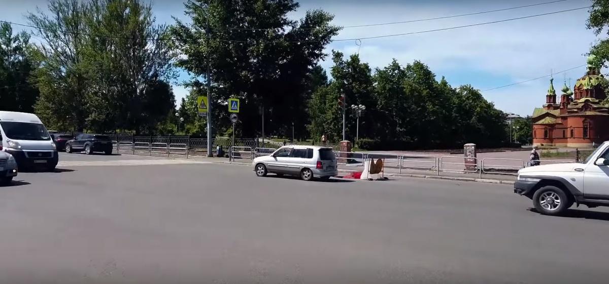 Блогер Варламов назвал ситуацию с дорогами и их шириной в Челябинске катастрофической