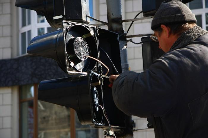 Светофоры обещают включить только в 17:00