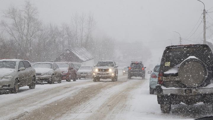 Из-за обильного снегопада в Уфу удастся заехать не всем водителям