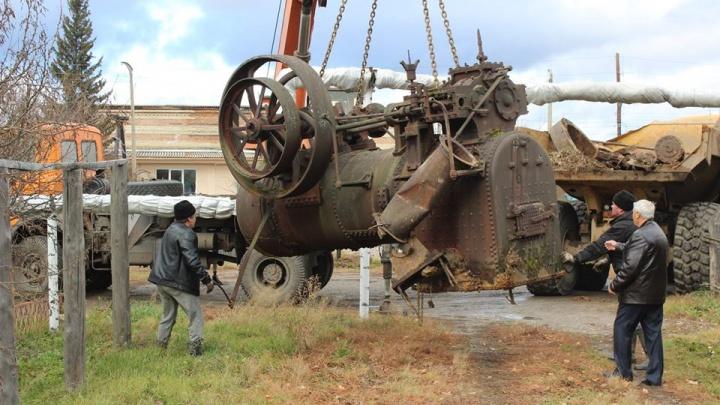 Найденную в тайге паровую машину доставили в музей на реставрацию