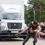 Силища богатырская: стронгмены Челябинска сразились в буксировке автомобилей
