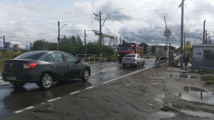 Челябинской мэрии поручили решить проблему с пробкой на железнодорожном переезде в Новосинеглазово