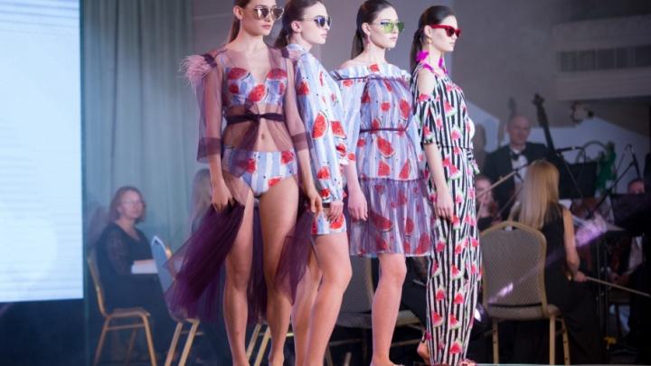 Арбузы, рыба и морковь: дизайнеры представили челябинцам новые модные тенденции