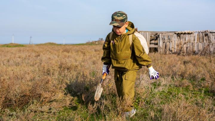 Юные поисковики подняли останки погибших вКотельниковской операции