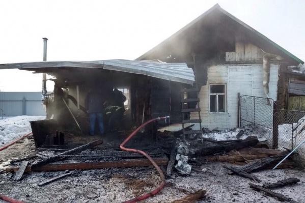 Площадь пожара составила 100 кв. метров