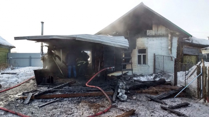Появились фото с пожара под Самарой, в котором погибла 6-летняя девочка