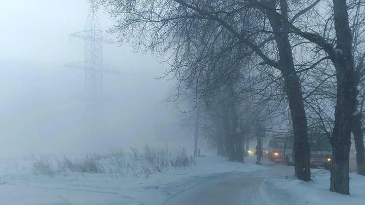Утром Зауралье накрыл густой туман: региональное МЧС напоминает водителям правила безопасной езды