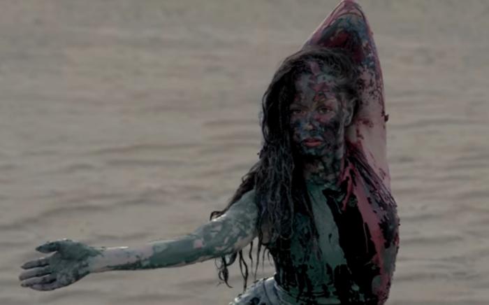 Кадр из клипа«Гравитация»