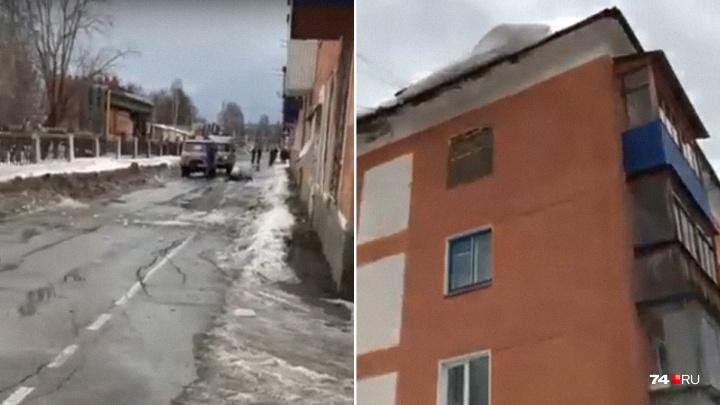 Жительницу Челябинской области убило упавшей с крыши глыбой льда