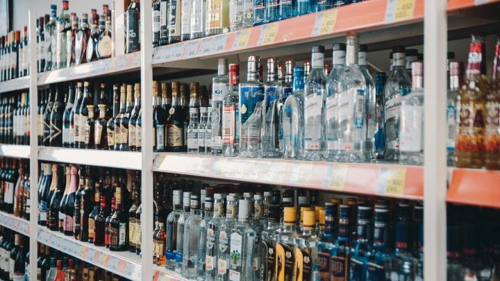 Украл, выпил — в тюрьму! Тюменца, похитившего водку за 150 рублей, посадили на полтора года