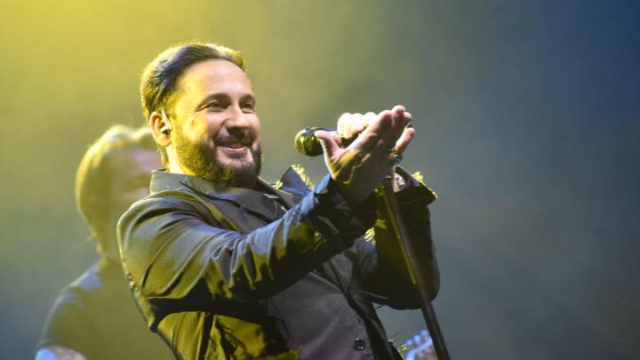 Техника не выдержала накала страстей: на концерте Стаса Михайлова в Екатеринбурге пропал звук