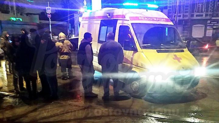 В Ростове легковушка сбила пешехода на переходе. Девушка шла на зеленый свет