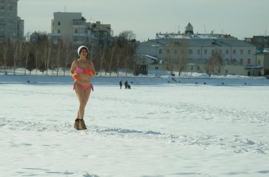 Пробежка в купальнике по снегу и вечный Грязьбург: выбираем лучшее фото марта на Е1.RU