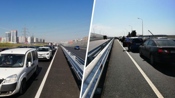 Запаситесь терпением: километровые пробки сковали тюменские объездные