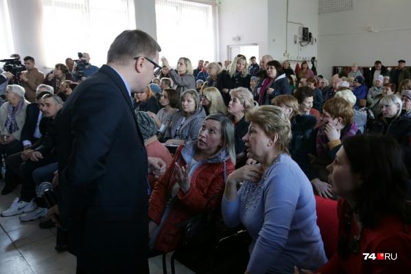 Минздрав создал специальную комиссию после вчерашней встречи Алексея Текслера с жильцами дома №164 на Карла Маркса
