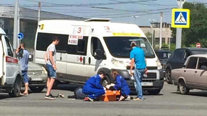 «Лобовое стекло разбито полностью»: в районе «Алмаза» в Челябинске таксист сбил пешехода