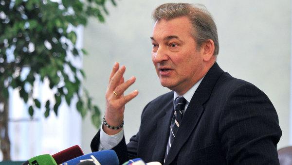 Владислав Третьяк считает, что молодёжная сборная сможет провести один матч чемпионата на открытом воздухе