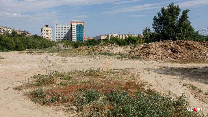 Гордума и мэрия разрешили строить жилой дом на парковке Волгоградского областного суда