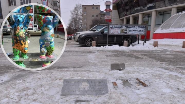 """""""Один восстановлению не подлежит"""": вандалы сломали берлинских мишек, которые стояли на улице Вайнера"""