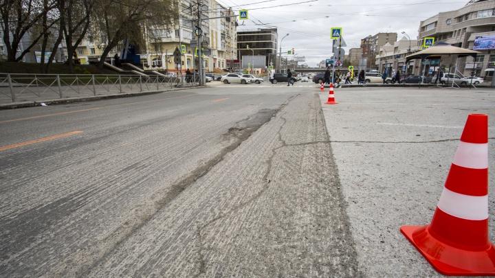 Звонят каждую ночь: дорожников завалили жалобами на шумный ремонт Красного проспекта