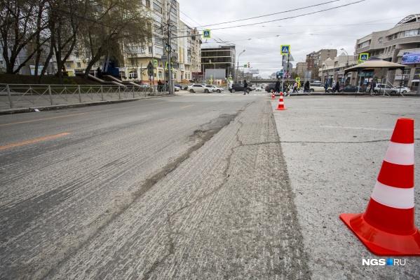 Местные жители недовольны ночными работами по ремонту дорог на Красном проспекте
