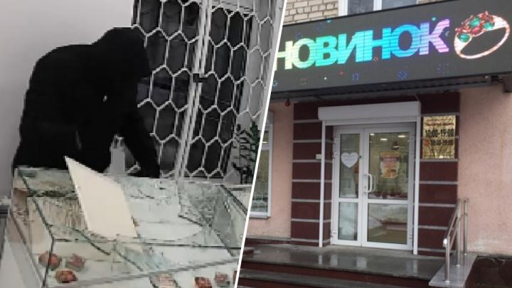 В Березовском грабитель ворвался в ювелирный салон и вынес украшения на 1,5 миллиона