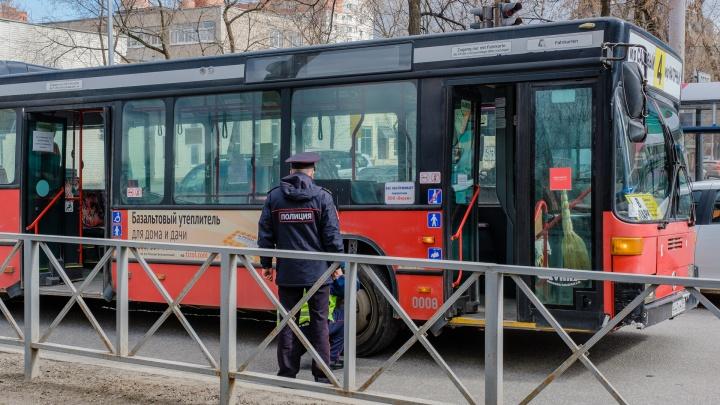 В центре Перми автобус сбил женщину на пешеходном переходе