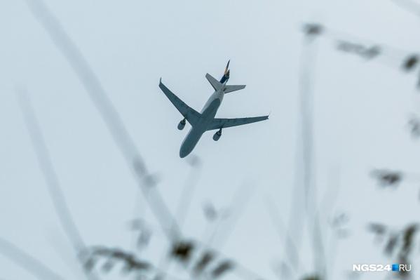Самолет приземлился в Красноярском аэропорту примерно в 15:15