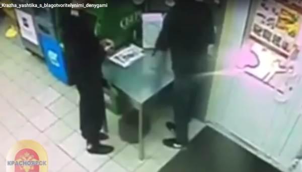 Каждый месяц из супермаркетов крадут ящики с пожертвованиями для детей