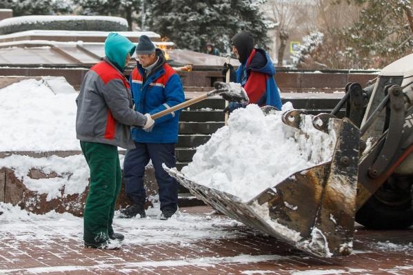 Борьба со снегом идет уже вторые сутки