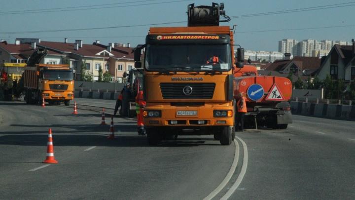 «Приходят в негодность через два-три дня»: в Челябинске на дорогах появились пластиковые люки