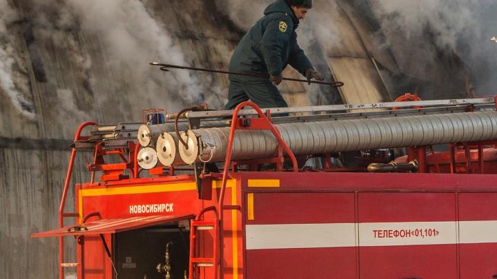 В одном из подразделений «Сибмоста» пошёл дым: пожарные провели на месте 2,5 часа