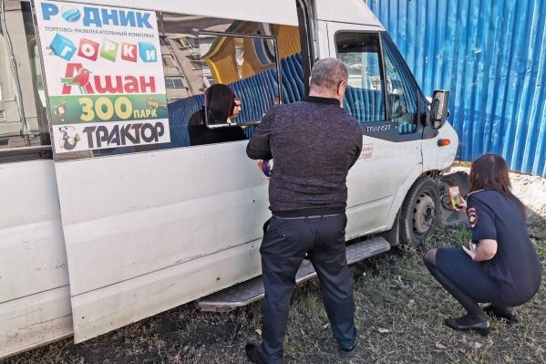 Авария произошла 11 сентября возле Комсомольской площади. Маршрутка врезалась в ограждение законсервированной станции метро