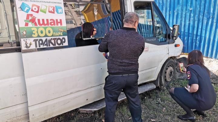 Момент ДТП с разбившейся в центре Челябинска маршруткой попал на видео