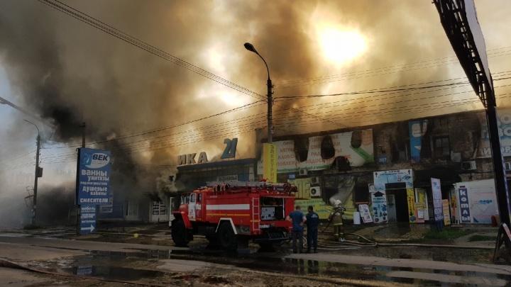 В 20:04 пожар на оптово-строительном складе в Волгограде ликвидировали