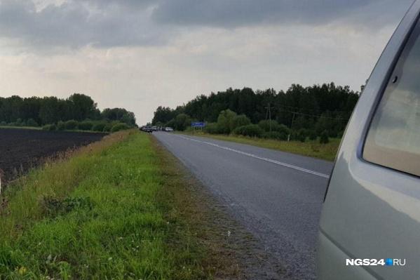 Водитель погиб ночью на трассе. Один из его попутчиков оказался в больнице