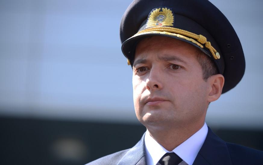 Летчик Дамир Юсупов и его коллега посадили самолет в кукурузном поле без шасси