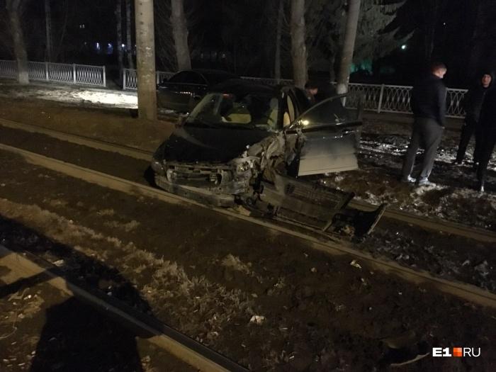 Автомобиль в аварии сильно пострадал