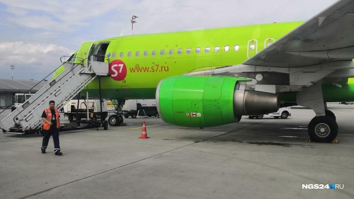 Самолет из Красноярска в Москву экстренно сел в Омске из-за плохого самочувствия пассажира