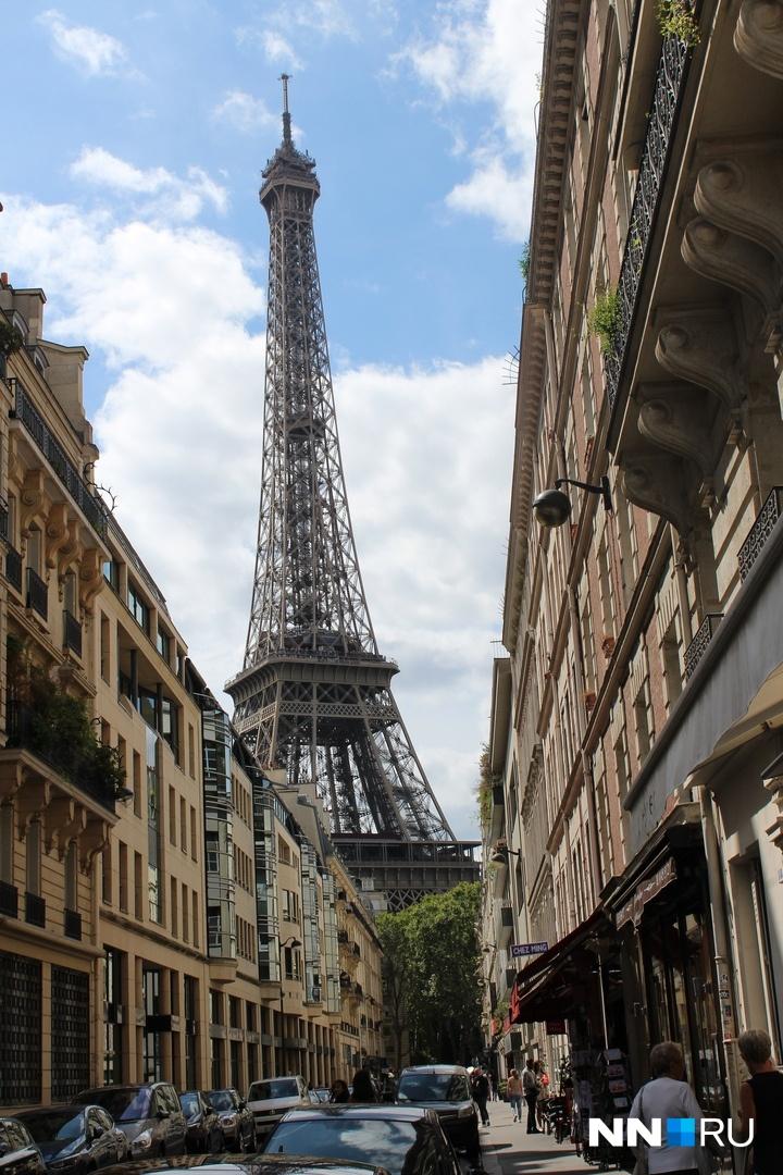 С чем у большинства ассоциируется Париж? Конечно, с круассанами, романтическом ужине под луной с видом на Эйфелеву башню и собором Нотр-Дам