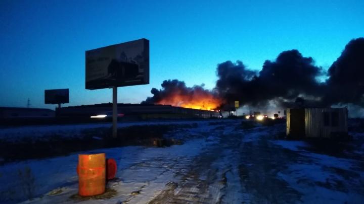 «Крыша вся в огне»: под Челябинском вспыхнул компрессорный завод