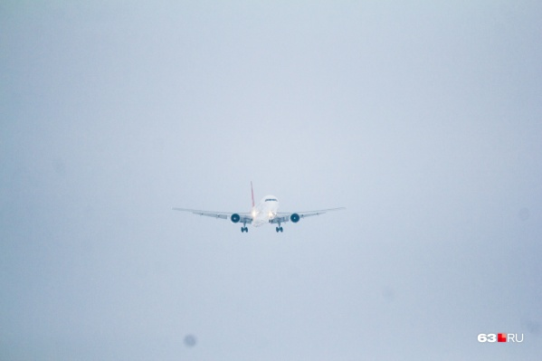 В самолете сработала сигнализация о разгерметизации салона