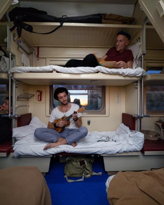 Съёмки проходили в настоящем поезде, который ехал в Волгоград