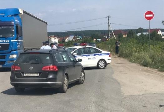 Полиция и мэрия Пышмы рассказали, почему закрыли дорогу к складам под Екатеринбургом