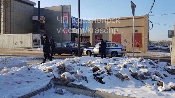 «Разъехались полюбовно»: в проезде у храма машина охраны на встречке въехала в ВАЗ