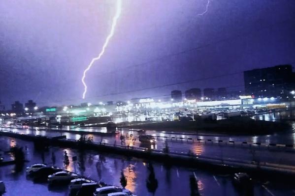 Погода внесла коррективы в работу тюменского аэропорта