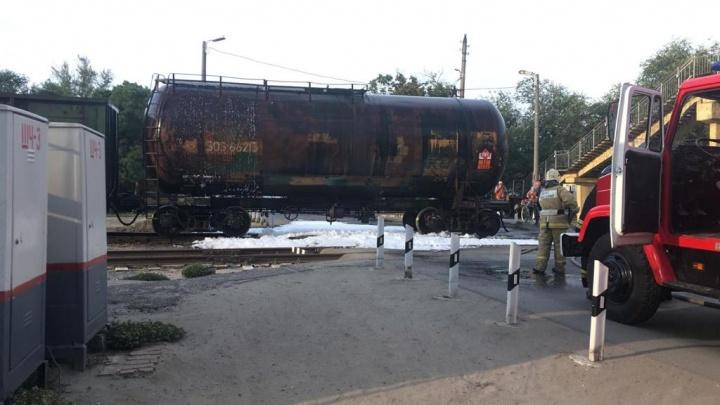 В Азове при пожаре на железнодорожной станции пострадал человек