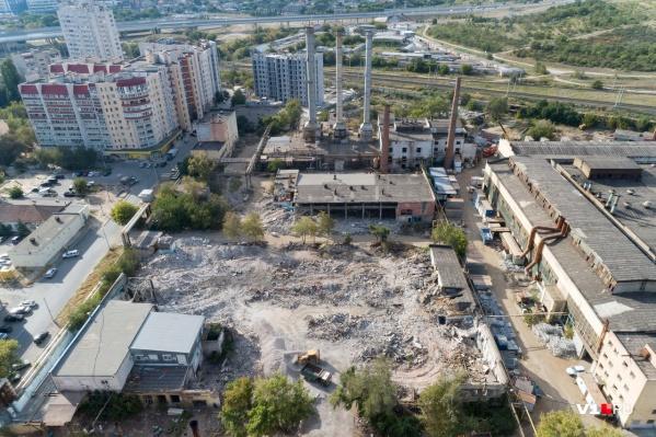 На бывшем заводе освобождают землю под строительство жилья и торгового центра
